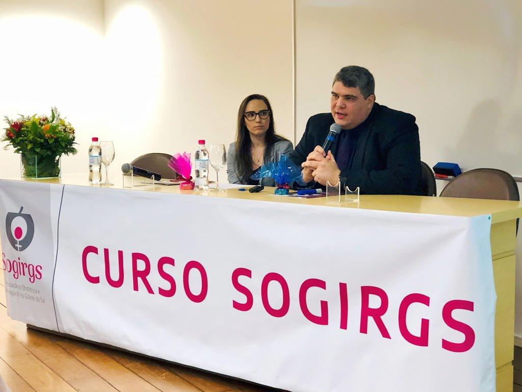 Dra. Daniele Sparemberger Oliveira e Dr. Stephano Sarmento